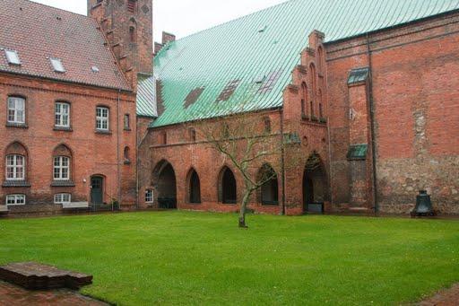 nonner i klostret