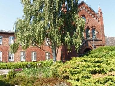 Klosterets nordfløj med kirken