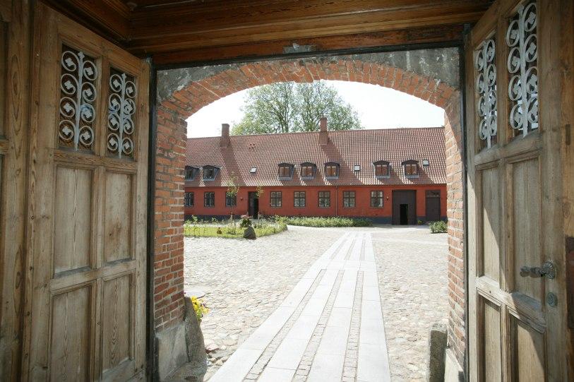 Porten set fra Bredegade